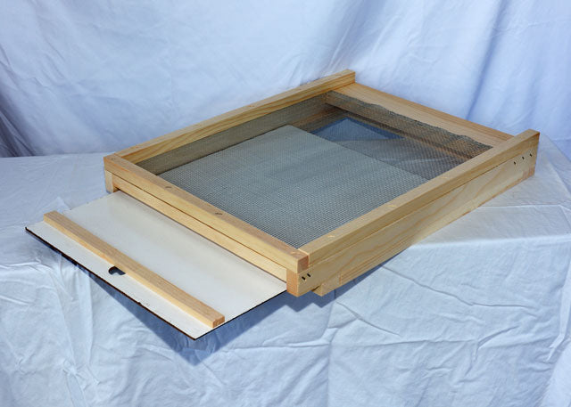 10 Frame - Bottom Board - Screened