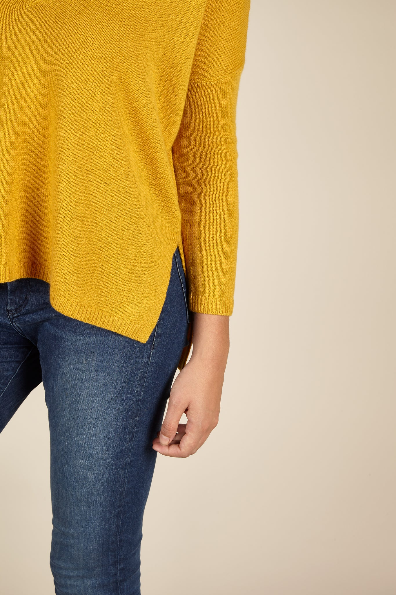 Vesper Cashmere <em>in mustard yellow</em>