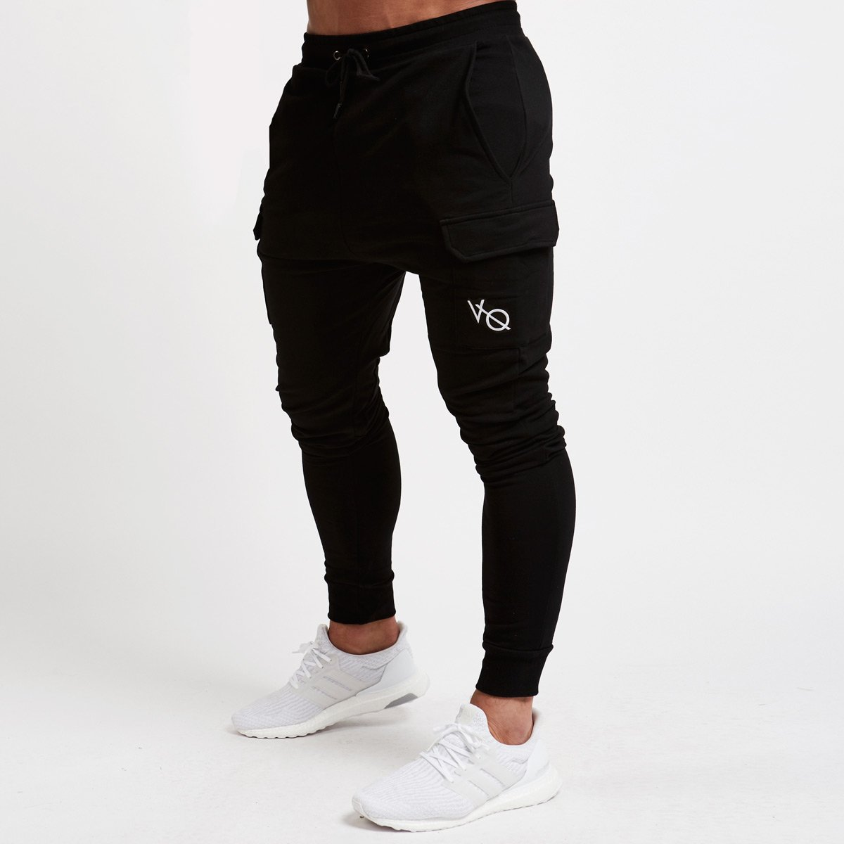 BLACK TAPERED CARGO SWEATPANTS