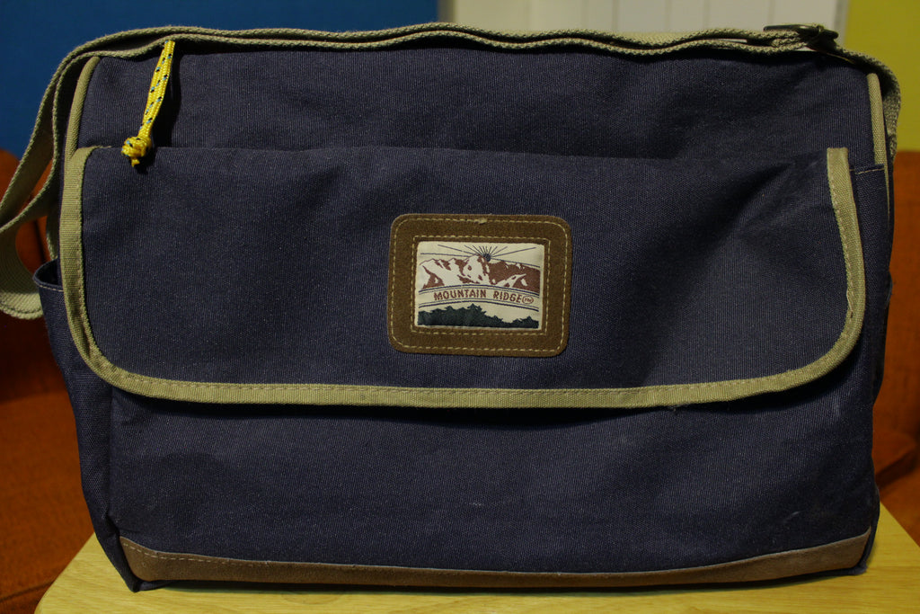 Mountain Ridge Vintage 80's Mt. Duffle Hiking Messenger Bag w/ Shoulder Strap