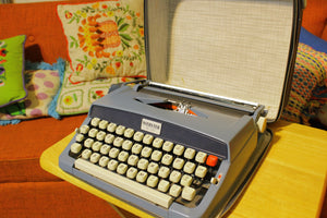 1968 Brother Portable Manual Typewriter W/ Case Webster XL-500 1968 Japan