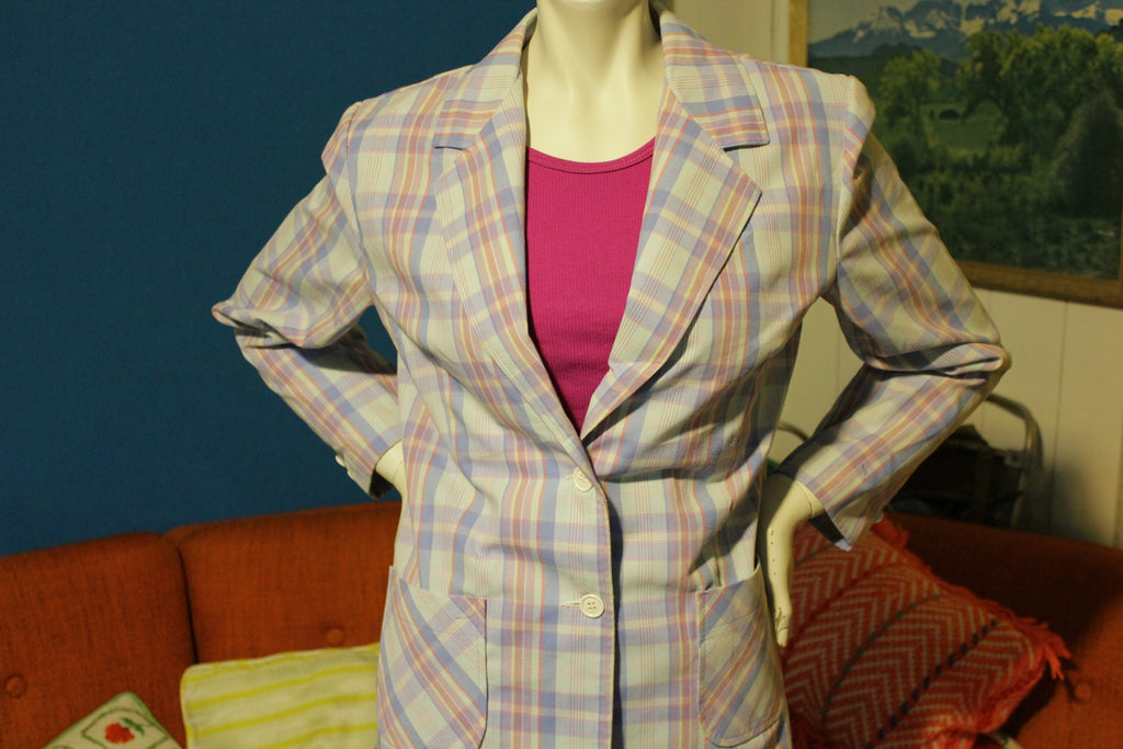 1980s Vintage Women's 2 Button Plaid Patch Pocket Lightweight Suit.  Cute!