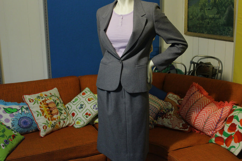 Personal Petites Vintage Women's Skirt Suit. Full Lined 1980's Like New! 2 Piece.