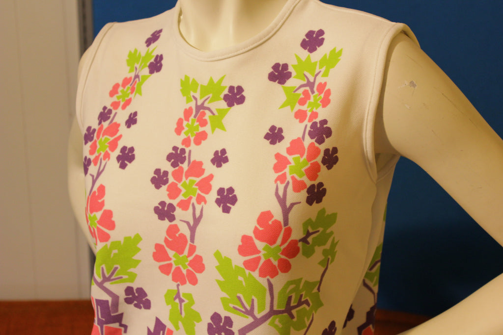 100% Texturized Polyester Double Knit 1970's Vintage Sleevless Floral Summer Shirt.