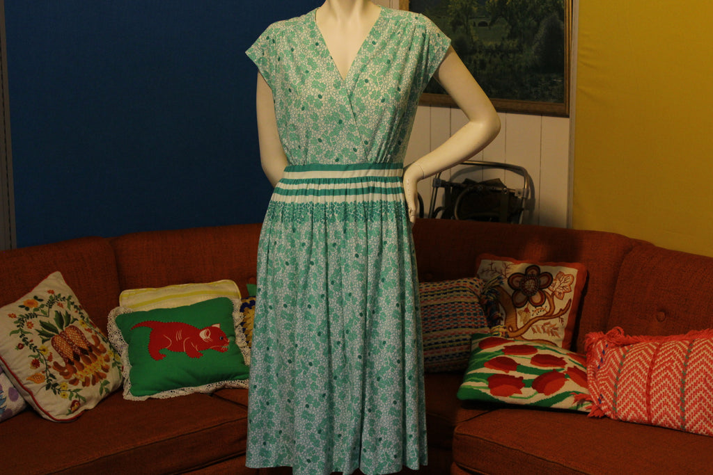 1970's Green 4 Leaf Clover Wrap Dress Cute, Lightweight, Summer and Half Zip.