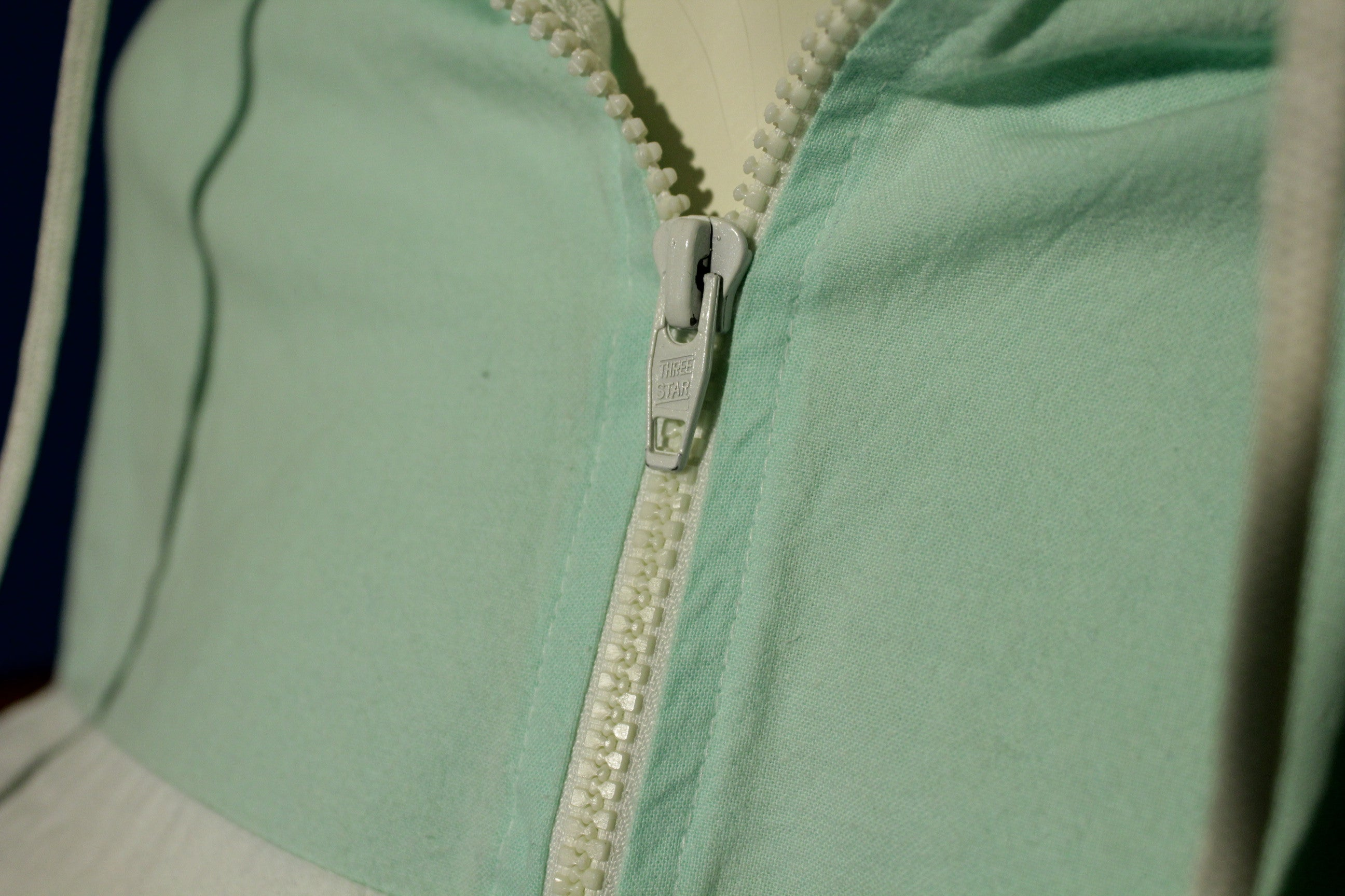 Mint Green Vintage Montana Windbreaker Half Zip 90's Pullover w/ Drawstrings.