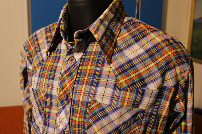 Montgomery Ward Vintage Checkered Plaid Long Sleeve Two Pocket Shirt. 70s