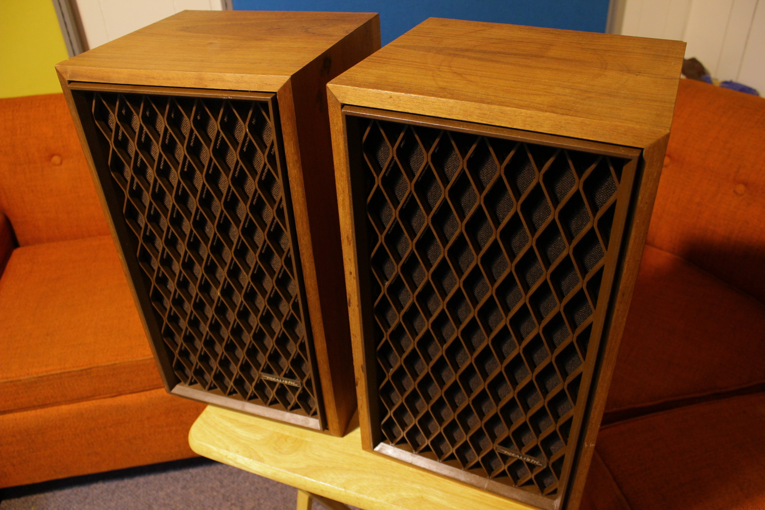 Pair Vintage 1970's Realistic Nova 6 Walnut Veneer Speakers 2-Way 40 Watt