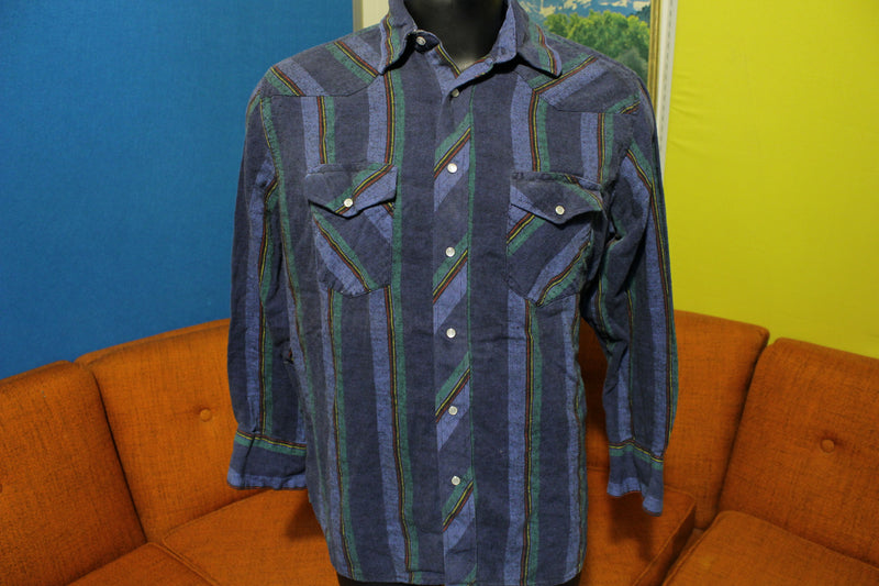 Wrangler Pearl Snap Vintage Plaid Flannel Western Shirt.