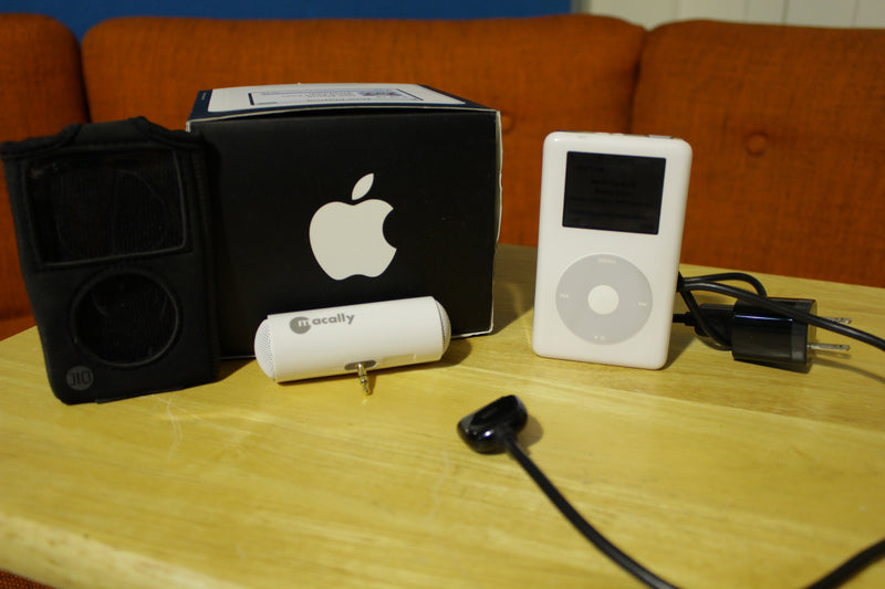 Apple Ipod 4th Generation Click Wheel Music MP3 Player with 1300+ songs Works!