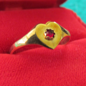 18ct Gold Heart Shaped Signet Ring Set With A Red Stone 1.66gms