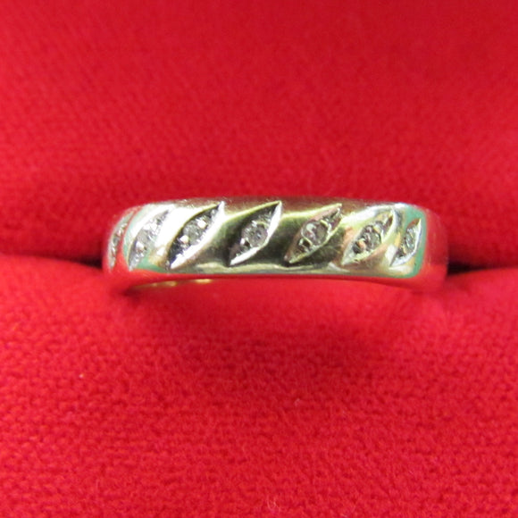 9ct Gold Dress Ring Studded With 7 Small Diamonds 2.5gms