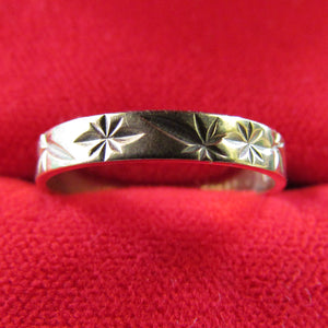 9ct Gold Dress Friendship Ring Deep Chased Band 1.29gms