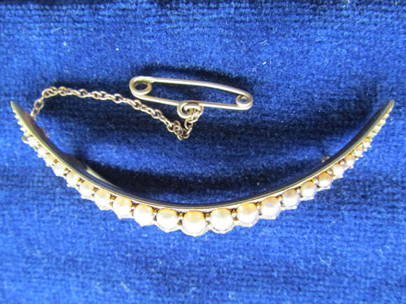 14ct Gold Crescent Shaped Brooch Set With Graduating Seed Pearls