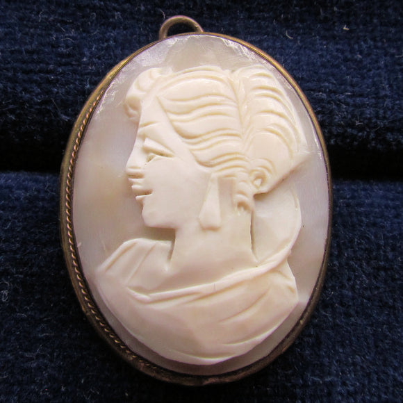 10ct Lined Gilt Cameo Pendant Brooch