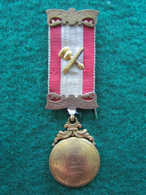 Gilt Masonic Jewel Dated 01-06-1933 In Presentation Case