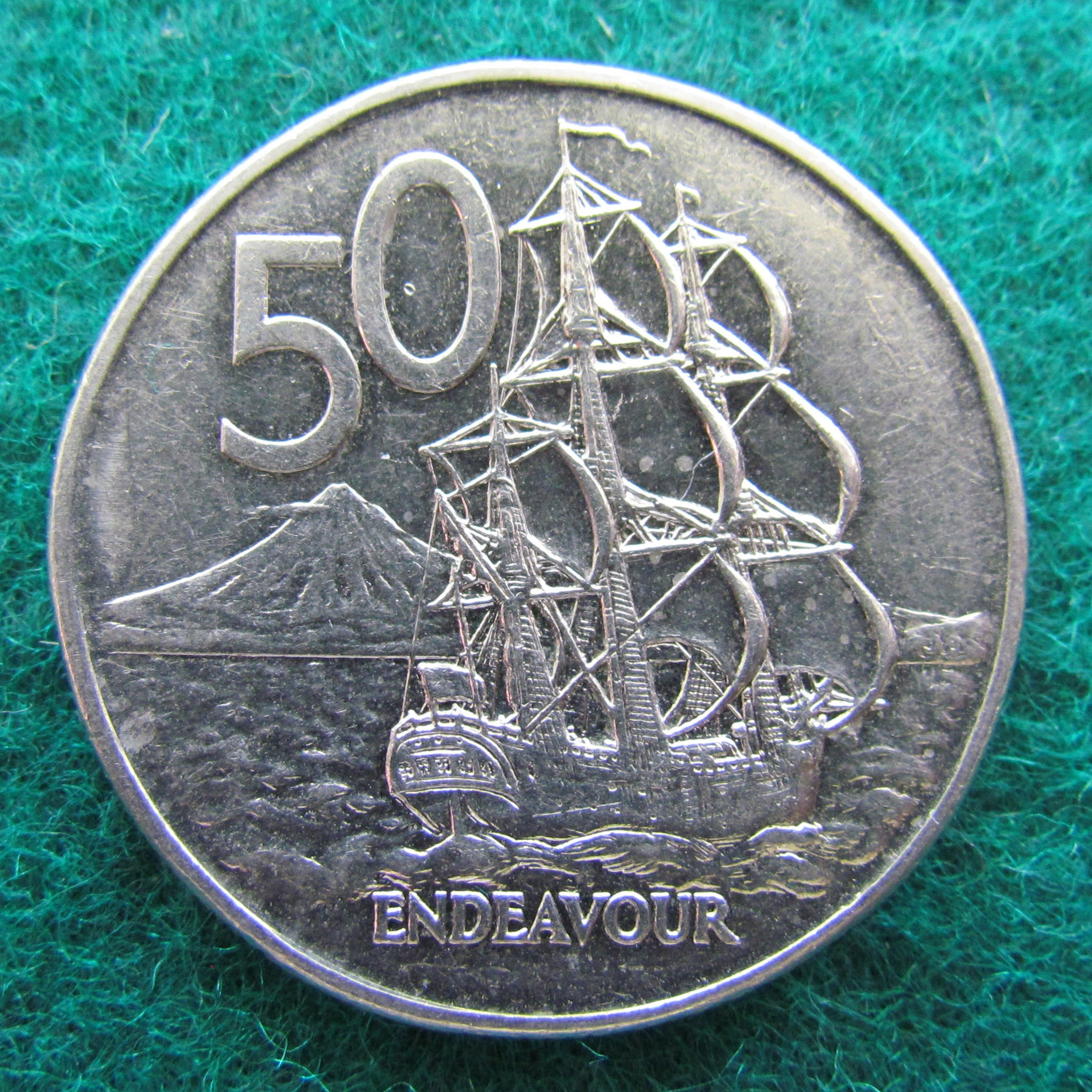 1988  New Zealand 50 Cent Coin H.M.S Endeavour  nice coin  world coins