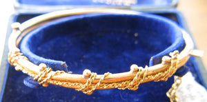 18ct yellow gold gate bracelet double loop and bead decoration pre 1890 hallmark unreadable. (Stewart Dawson & Co. box for display only)