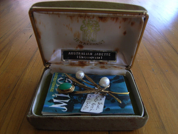 Jewelcrest Ming set with Jadite and Pearls in gilt metal setting in original box