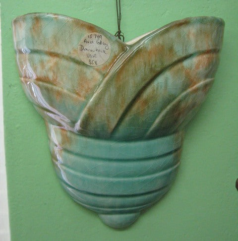 Diana ribbon style overlapping wall pocket / wall vase
