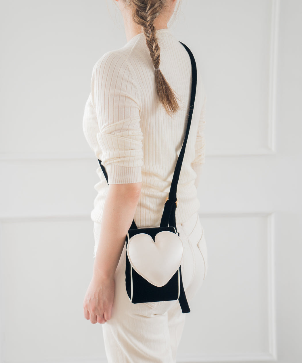 Phone case shoulder bag (White heart)