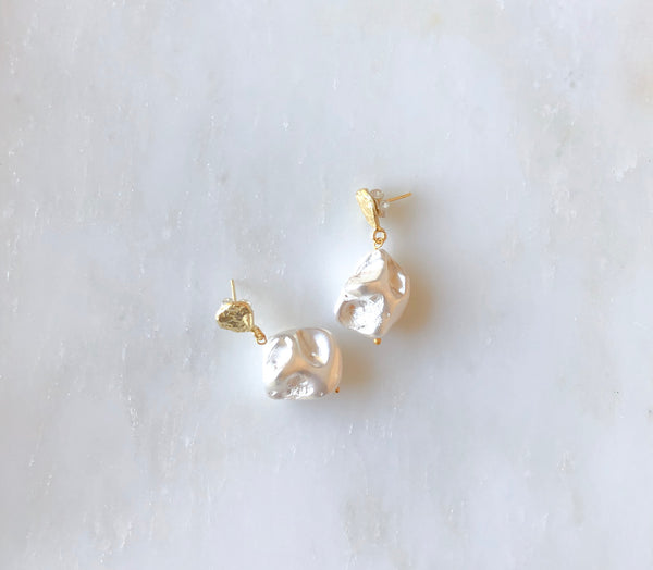 Pearla - Single pearl earrings