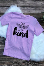 Bee Kind Graphic Tee in Lilac