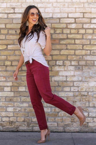 Missy Fit Boyfriend Jeans in Burgundy