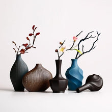 WISEAMONY Bold Retro Style Traditional Decor Vases for Home or Office Decorations