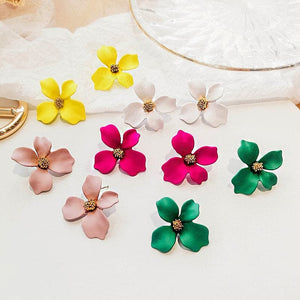 YQLV Women's Fashion Elegant Flower Earrings Stylish Floral Statement Stud Earrings for Women