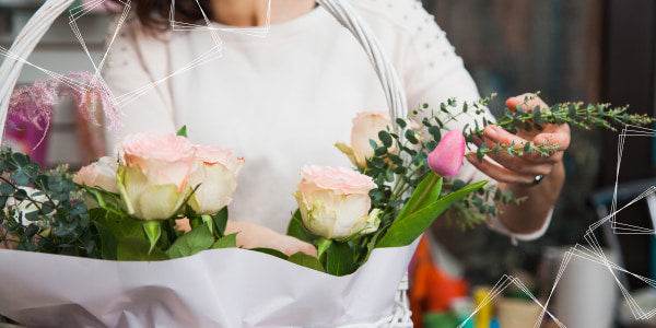 How to collect a rose bouquet in a basket