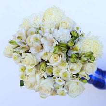 Load image into Gallery viewer, Grazie Mille Fresh Flower Bouquet gift - Rosaholics