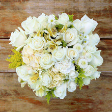 Load image into Gallery viewer, Grazie Mille Fresh Flower Bouquet - Rosaholics