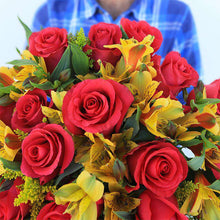 Load image into Gallery viewer, Jet Setter Fresh Flower Bouquet - Rosaholics