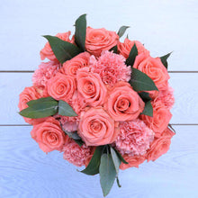 Load image into Gallery viewer, Princess Fresh Flower Bouquet - Rosaholics