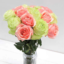 Load image into Gallery viewer, Sweet & Sour Rose Bouquet in Vase - Rosaholics