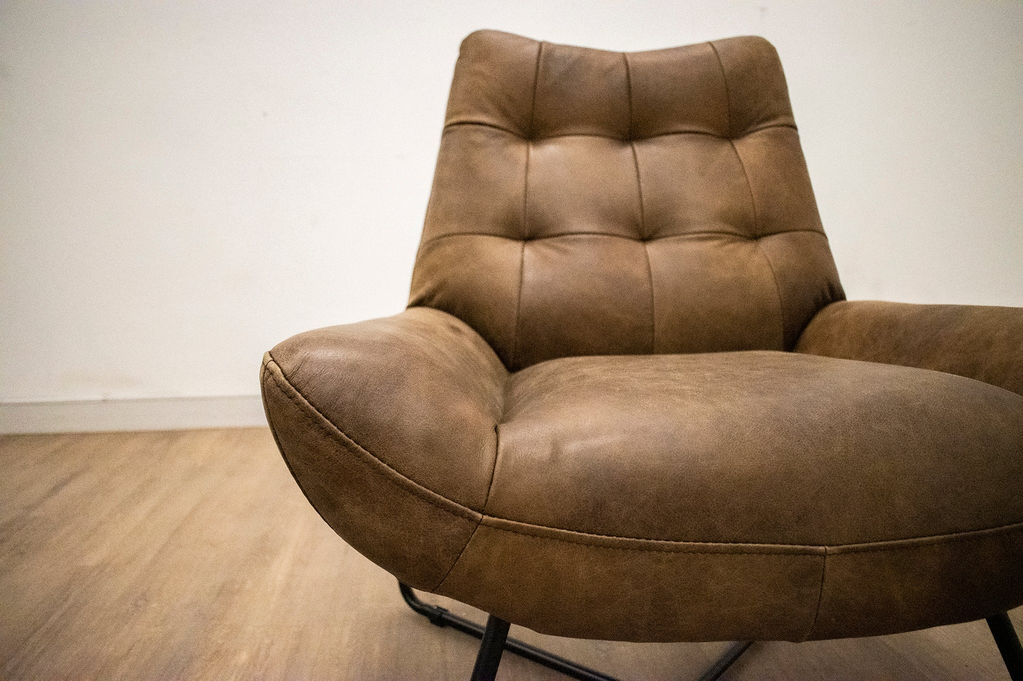 ELLIOTT LEATHER CHAIRS-furniture stores regina-Hunters Furniture