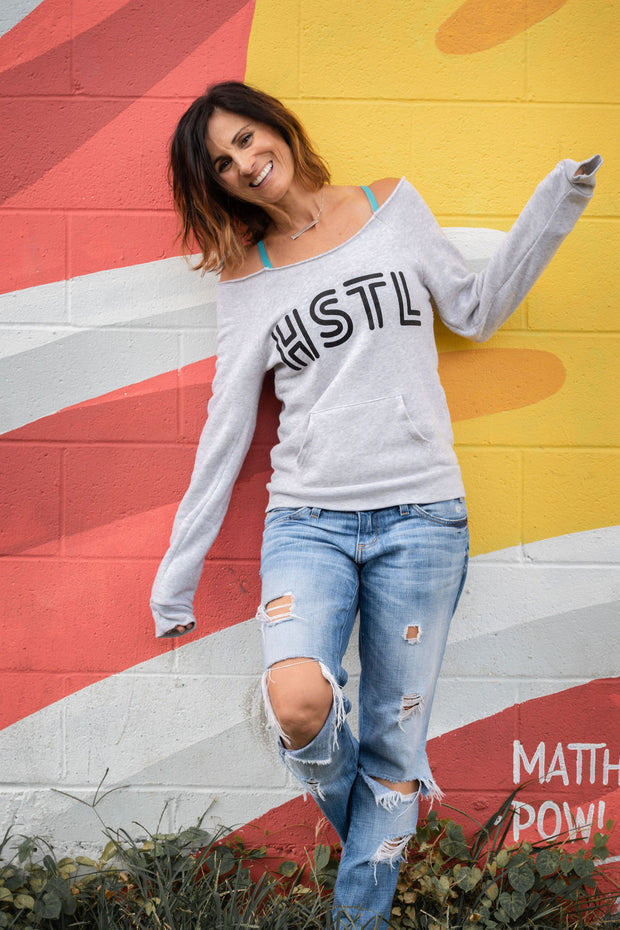 HSTL (HUSTLE) wide-neck sweatshirt