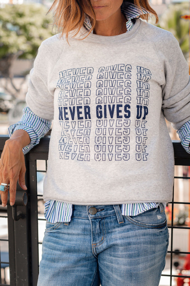 NEVER GIVES UP sweatshirt