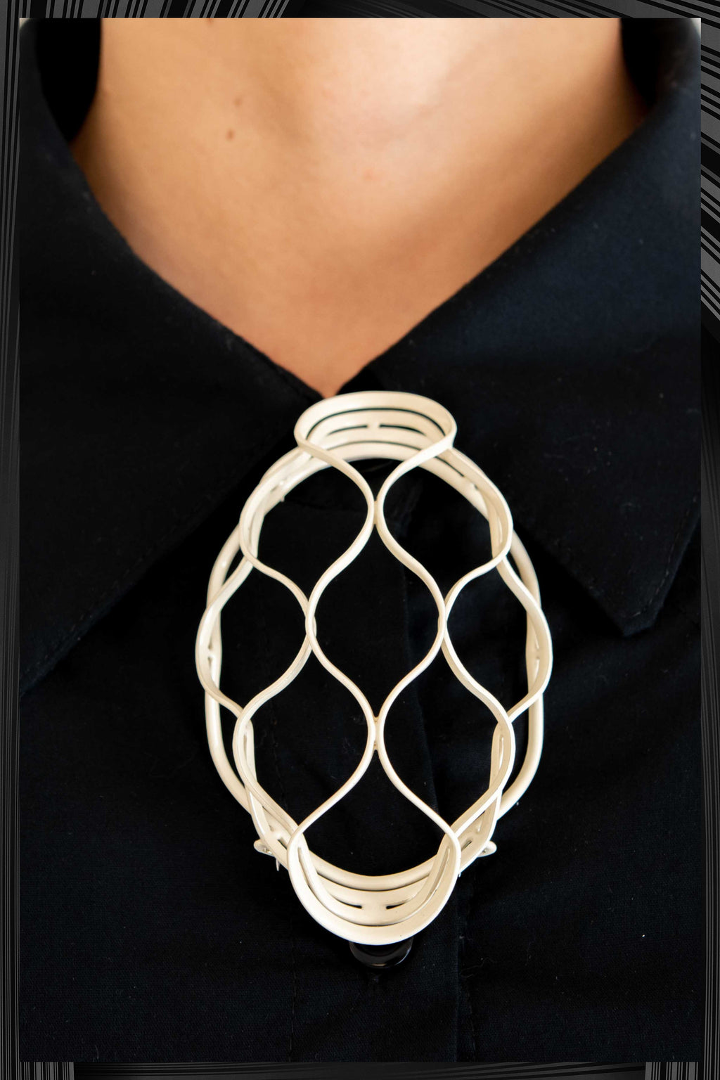 Beige Brooch Net | Free Delivery - Quick Shipping