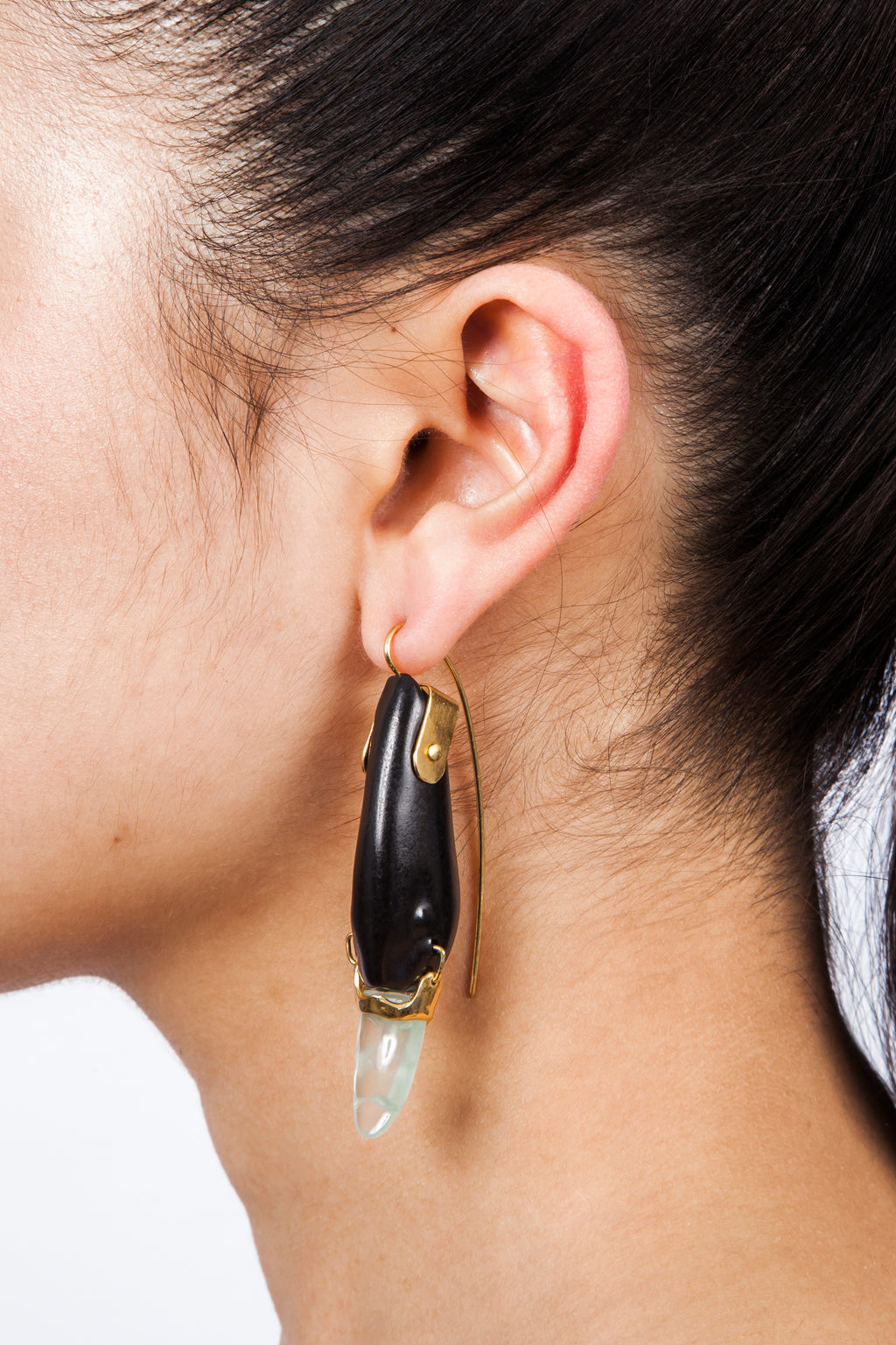 Iris Trends Black Swan Earring by Beatriz Palacios Spain