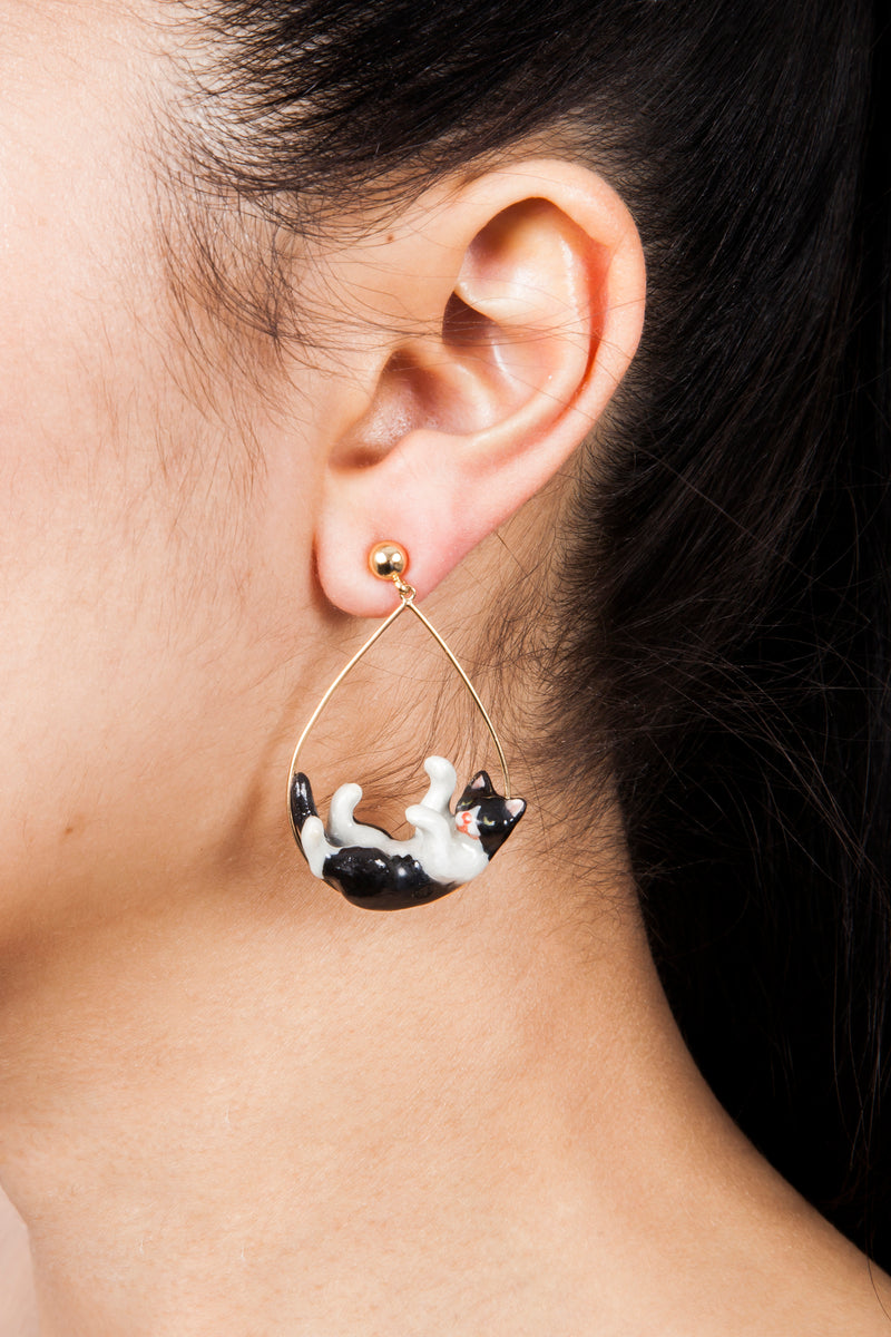 Iris Trends Black And White Playing Cat Earrings by Nach France