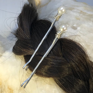 Cultured Pearl with Silver hair pins