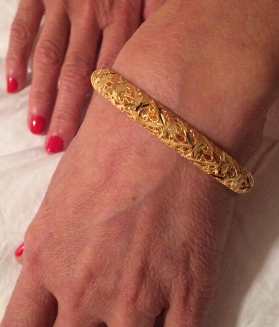 22k (.916) Gold Ladies Bangle Bracelet 18.6 grams