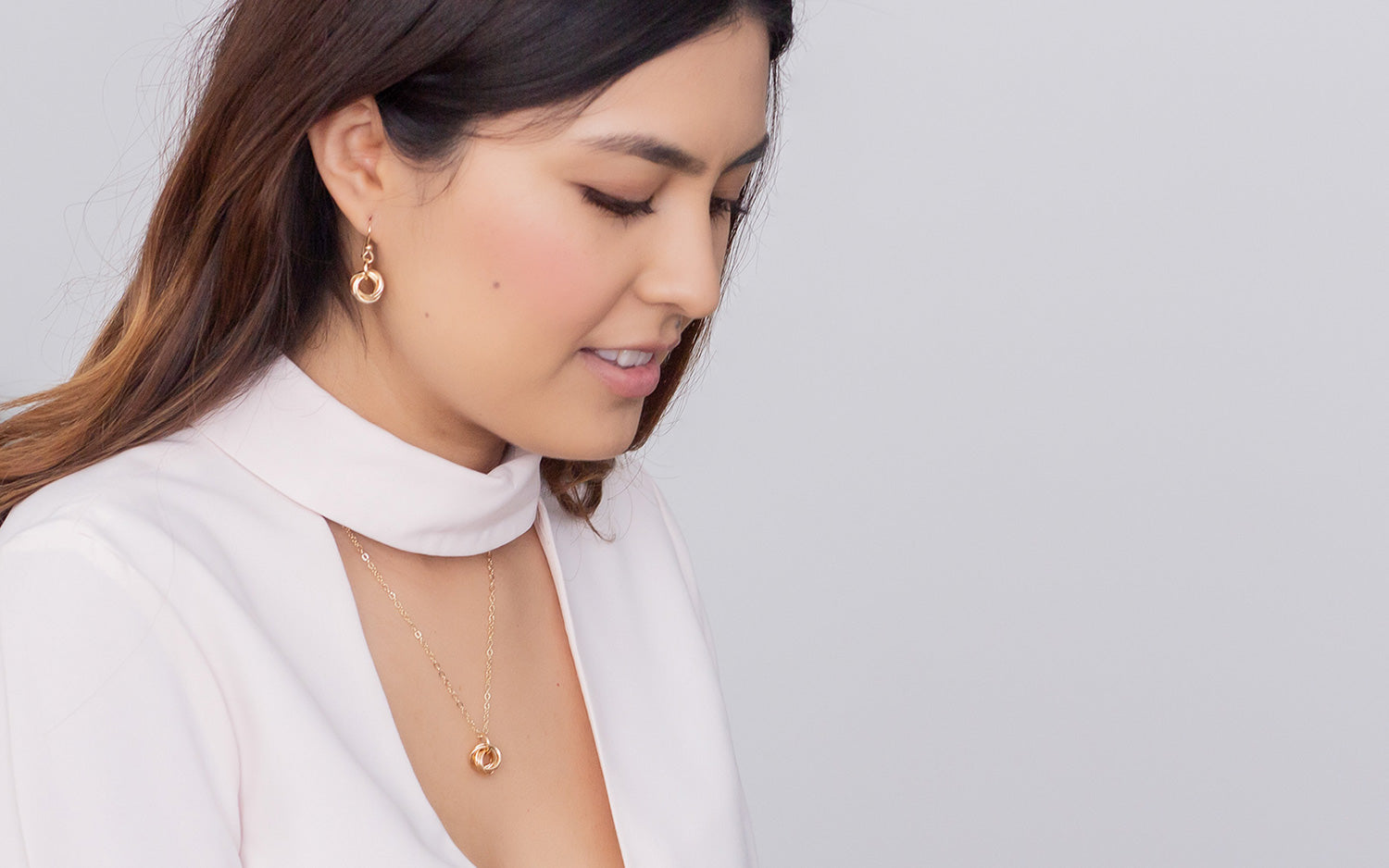 Tahmi's handmade jewelry is perfect for the minimalist wardrobe.  It's made one piece at a time that puts the finishing touch on any capsule outfit, from casual to dressy minimalist outfit.