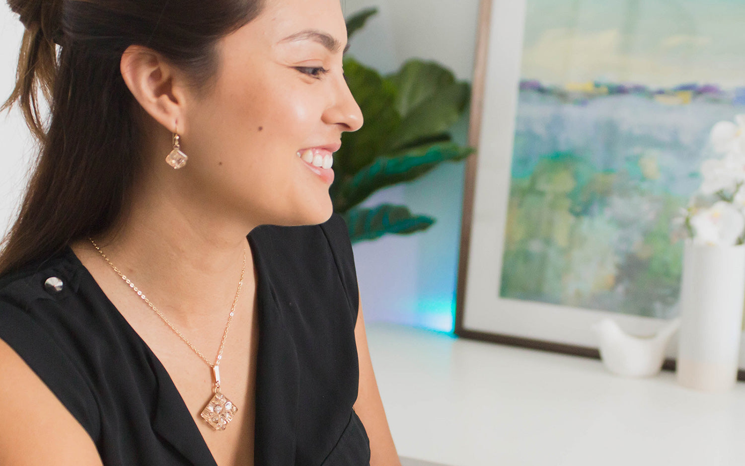 Sparkle with handmade jewelry from Tahmi. Go from office to after hours with minimalist jewelry pieces that complete your capsule wardrobe. Effortlessly accessorize your style.