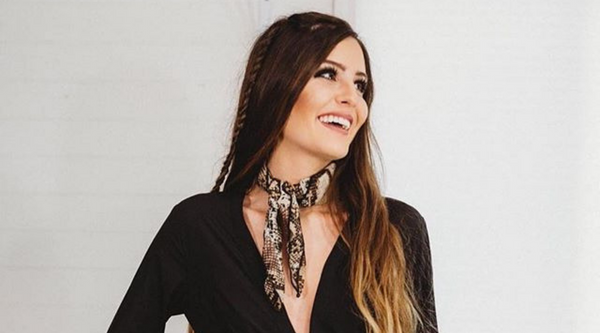 6 Simply and Chic Ways to Wear Bandana Scarves Everyday