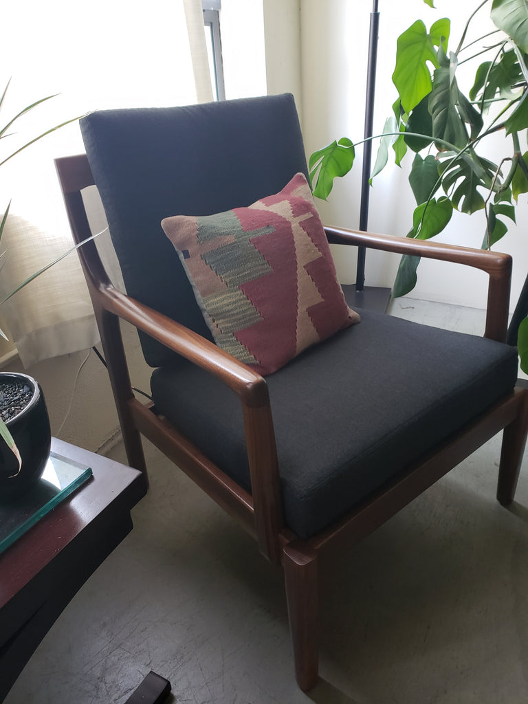MID CENTURY MODERN WALNUT CHAIR