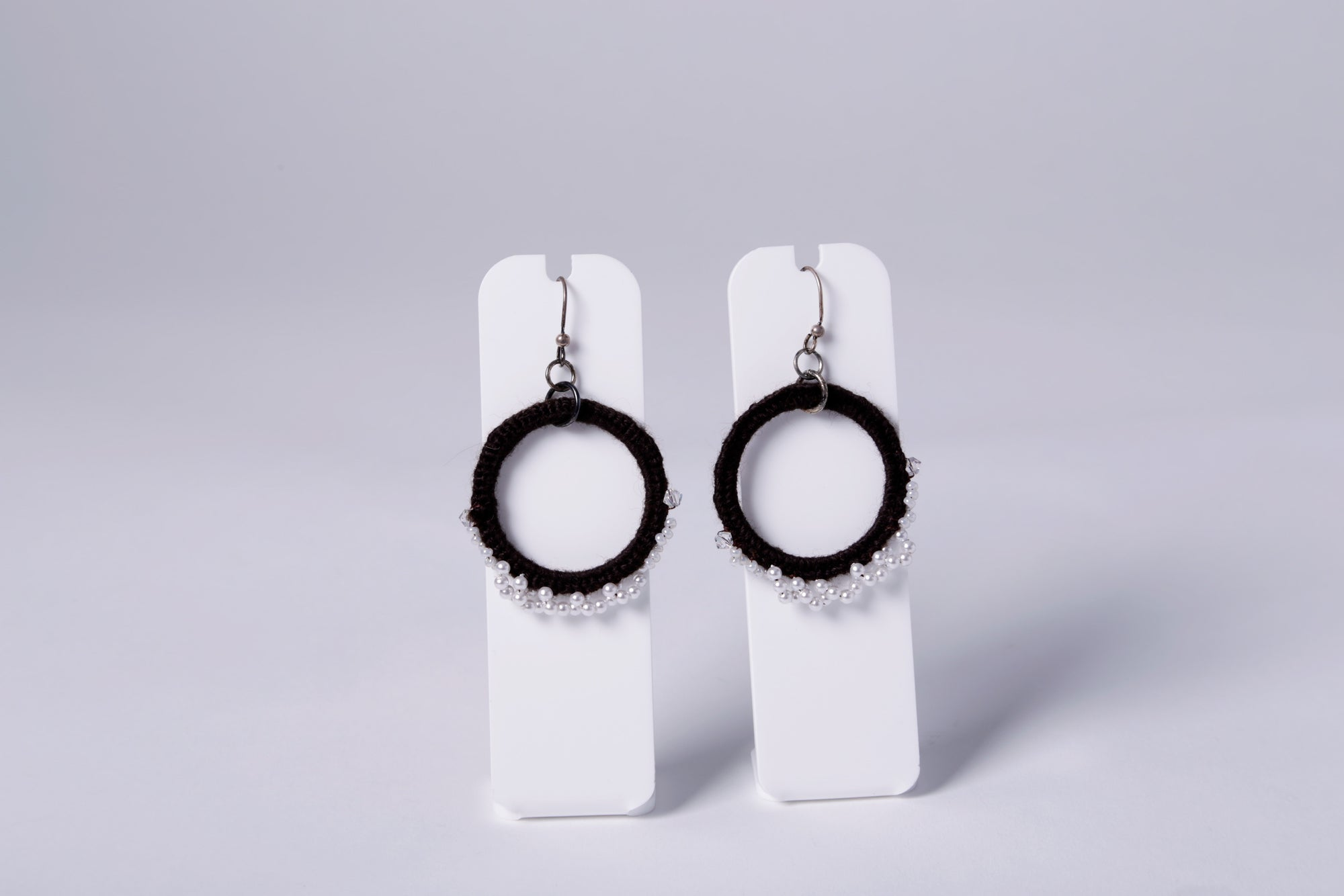 CROCHET EARRING, BLACK, ROUND