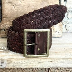 WOVEN T-BAR BUCKLE BELT IN CHOCOLATE